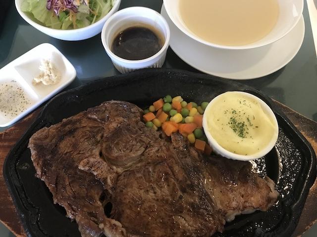 沖縄老舗ステーキエメラルド有名